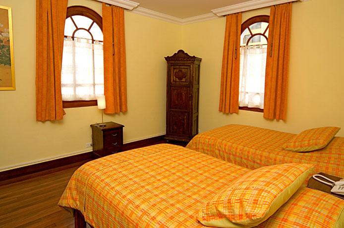 Hotel casa foch habitaci n twin est ndar for Habitacion familiar estandar